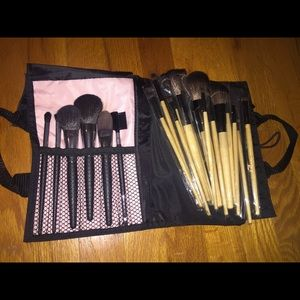 Set of 21 brand new makeup brushes.